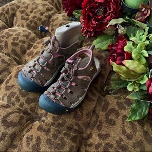 Keen Sandals Brown with Rose Accents size 6
